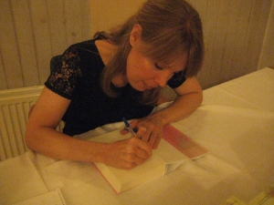 Katarina Persson signerar 90 Minuter