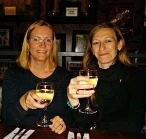 Jag och Linda Åkerström som skriver Ödeckarna, en barnboksserie.