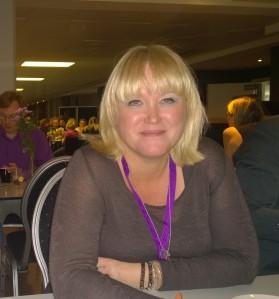 Susanne Ahlenius, som nyligen debuterade med Dödlig Åtrå. Susannes bok utspelar sig delvis på puben The Victoria i London, där Victoriagänget satt och skrev i en vecka!